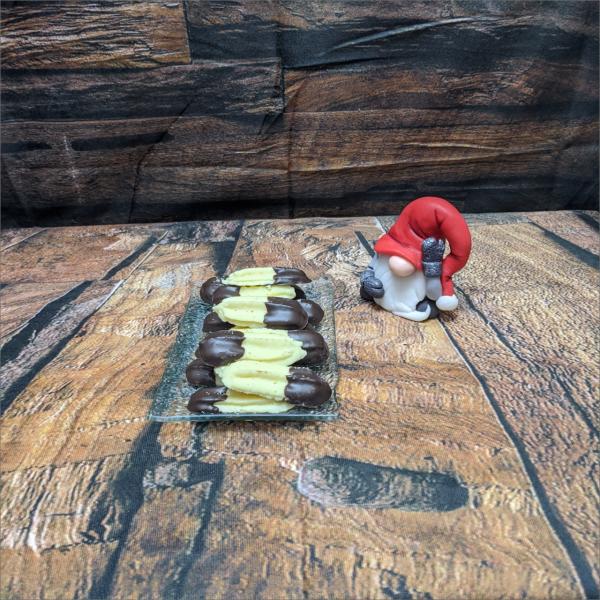 Aufgespritzte-Pl-tzchen-mit-Schokolade-modelliert-Handmodelliert-Figuren-Fondant-Hochzeitstorten-Geburtstagstorten-Torten-Tuning-Suhl