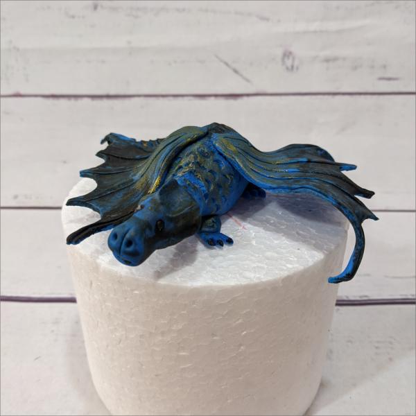 Tortenaufsteller Drache-blau-dragon-Geburtstagstortemodelliert-Handmodelliert-Figuren-Fondant-Hochzeitstorten-Geburtstagstorten-Torten-Tuning-Suhl