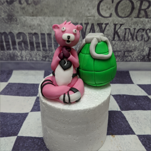 Fortnite Cuddle Team Leader Set Essbare-Figuren-aus-Fondant-Fortnite-Cuddle-Team-Leader-mit-Granate-Set_Gotha_Erfurt
