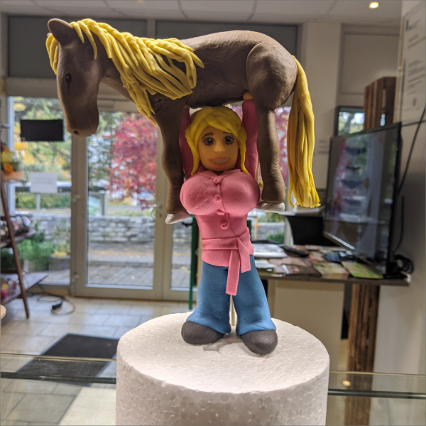 Frau mit Pferd Tortenfigur Frau-mit-Pferd-modelliert-Handmodelliert-Figuren-Fondant-Hochzeitstorten-Geburtstagstorten-Torten-Tuning-Jena