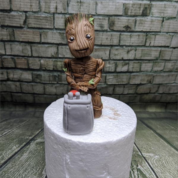 Grooth Tortenfigur Groot-Marvel-Geburtstagstortemodelliert-Handmodelliert-Figuren-Fondant-Hochzeitstorten-Geburtstagstorten-Torten-Tuning-Schleusingen