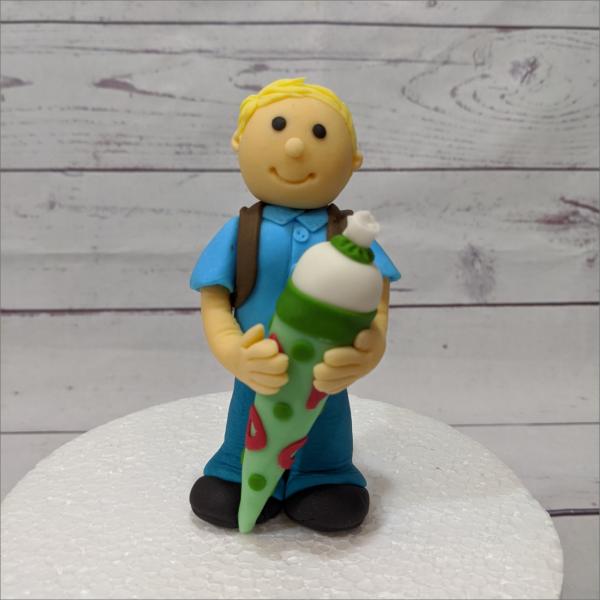 Junge-Zuckert-te-modellierte-Figuren-Fondant-Ilmenau-Torten-Kindergeburtstag-Tortendekor-Zuckerfigur-essbare-Figur-Torten-Tuning-Suhl-Meiningen-Coburg-Hildburghausen