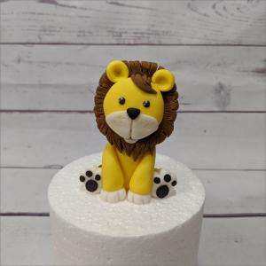 Tortendekoration Löwen sitzend/liegend L-we-modellierte-Figuren-Fondant-Ilmenau-Torten-Kindergeburtstag-Tortendekor-Zuckerfigur-essbare-Figur-Torten-Tuning