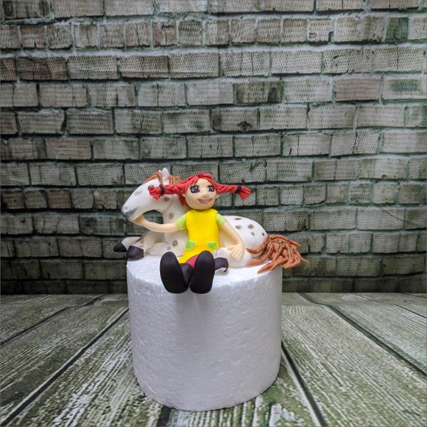 Pipi Langstrumpf Tortenfigur Pipi-Langstrumpf-kleiner-Onkel-modelliert-Handmodelliert-Figuren-Fondant-Hochzeitstorten-Geburtstagstorten-Torten-Tuning-Kindertorte-Fambach