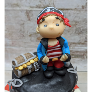 Tortendekoration Pirat mit Schatzkiste Pirat-Schatzkiste-Geburtstagstortemodelliert-Handmodelliert-Figuren-Fondant-Hochzeitstorten-Geburtstagstorten-Torten-Tuning-Suhl