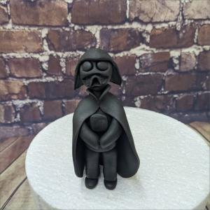 Tortendekoration Darth Vader Backzubehör backen Tortendekorieren Fondantfiguren Caketopper Lebensmittelfarben Hochzeitstorten Geburtstagstorten modellierte Figuren aus Fondant suhl