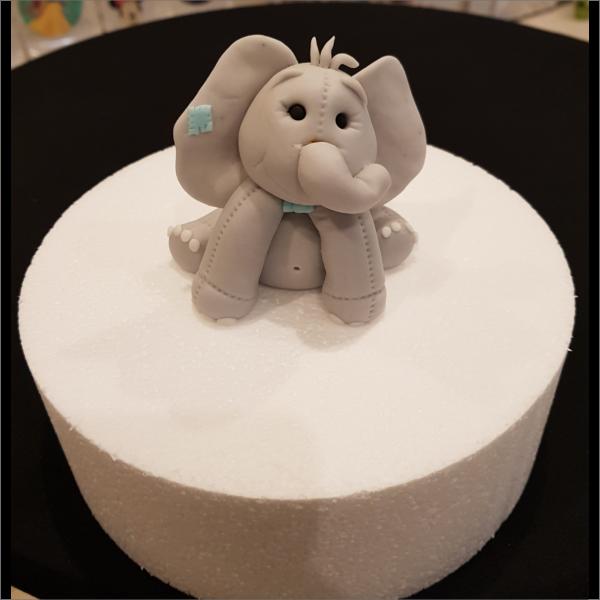 Torten-Tuning-Essbare-Figuren-aus-Fondant-Elefant-_Schleusingen-Erlau