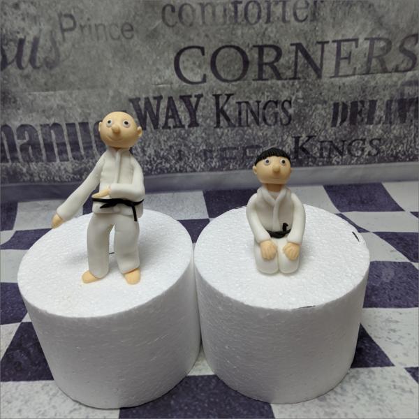 Karate Tortenfiguren Torten-Tuning-Essbare-Figuren-aus-Fondant-Karade-Meister_Sch-ler-Set_Schleusingen-Gotha