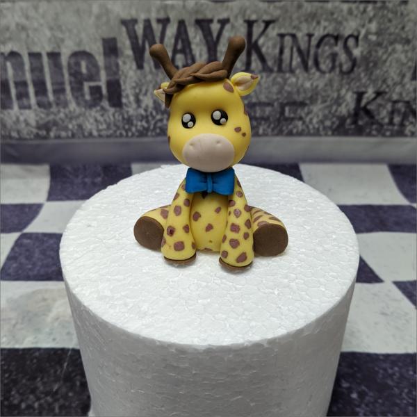 Torten-Tuning-Essbare-Figuren-aus-Fondant-Kleine-Giraffe_Schleusingen-Erlau