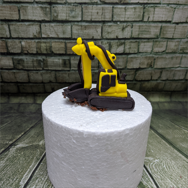 gelber-Bagger-Baufahrzeug-Geburtstagstortemodelliert-Handmodelliert-Figuren-Fondant-Hochzeitstorten-Geburtstagstorten-Torten-Tuning-Hildburghausen