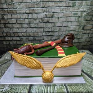 Großes Harry Potter Set goldener-Schnatz-Harry-Potter-Buchtorte-Geburtstagstortemodelliert-Handmodelliert-Figuren-Fondant-Hochzeitstorten-Geburtstagstorten-Torten-Tuning-Ilmenau