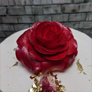 Tortenfigur grosse-rote-Rose-Geburtstagstortemodelliert-Handmodelliert-Figuren-Fondant-Hochzeitstorten-Geburtstagstorten-Torten-Tuning-Schleusingen