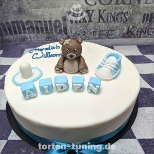 Tortenfiguren Baby Teddy Torte Torten Tuning Tortendekoration Geburtstagstorten Suhl Thüringen Backzubehörshop online bestellen Backkurse modellierte Figuren Kindergeburtsta