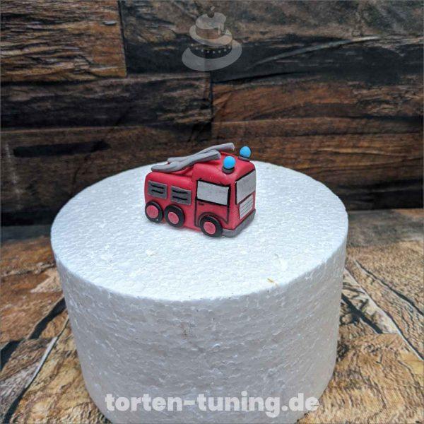 kleines Feuerwehrauto Feuerwehr modellierte Figur Fondantfigur Tortenfigur Torte Torten Tuning Geburtstagstorte Suhl Hochzeitstorte Kindertorten Babytorten Fondant online