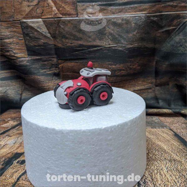 Tortendekoration roter Traktor Traktor rot modellierte Figur Fondantfigur Tortenfigur Torte Torten Tuning Geburtstagstorte Suhl Hochzeitstorte Kindertorten Babytorten Fondant