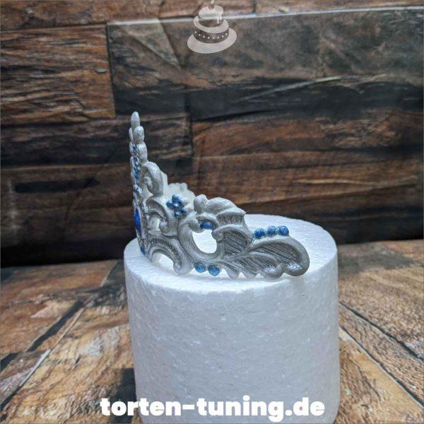 Krone silber modellierte Figur Fondantfigur Tortenfigur Torte Torten Tuning Geburtstagstorte Suhl Hochzeitstorte Kindertorten Babytorten Fondant online