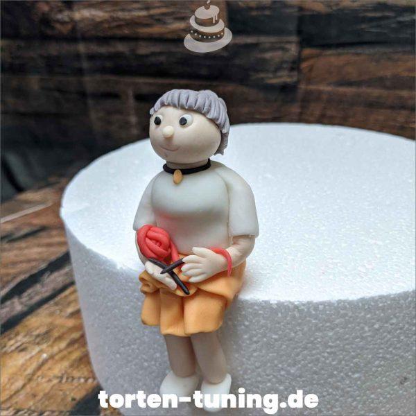 Tortenfigur strickende Oma Oma Strickt modellierte Figur Fondantfigur Tortenfigur Torte Torten Tuning Geburtstagstorte Suhl Hochzeitstorte Kindertorten Babytorten Fondant online