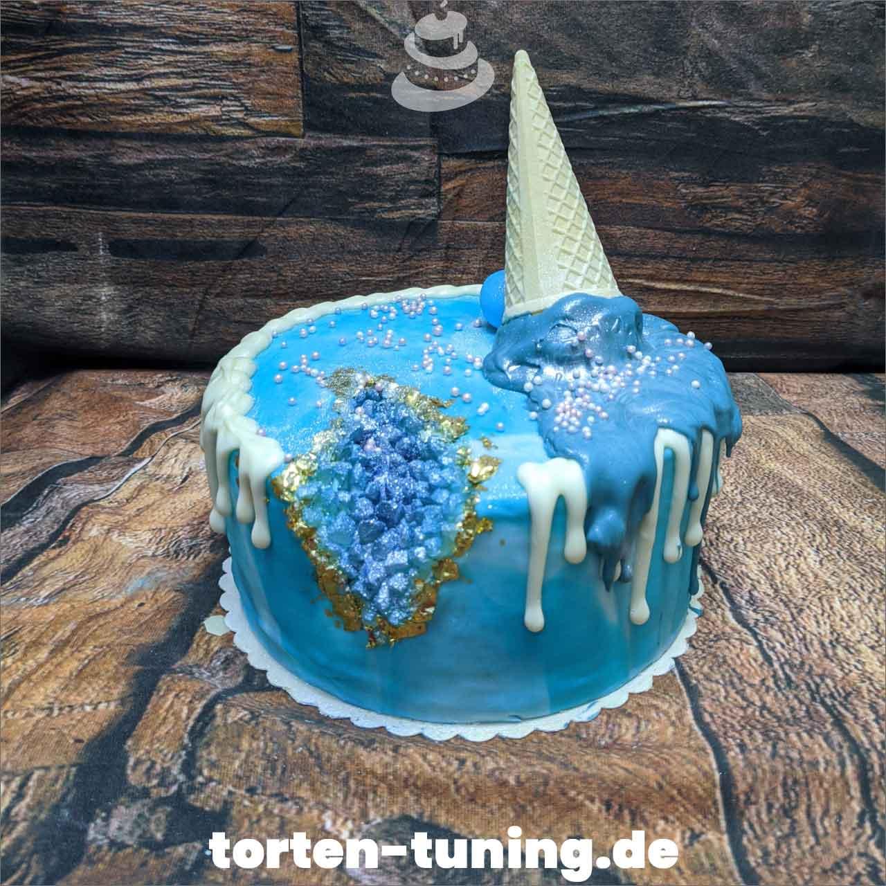 Gerodecake blaue Torte Obsttorte Geburtstagstorte Motivtorte Torte Tortendekoration Torte online bestellen Suhl Thüringen Torten Tuning Sahnetorte Tortenfiguren Cake Topper