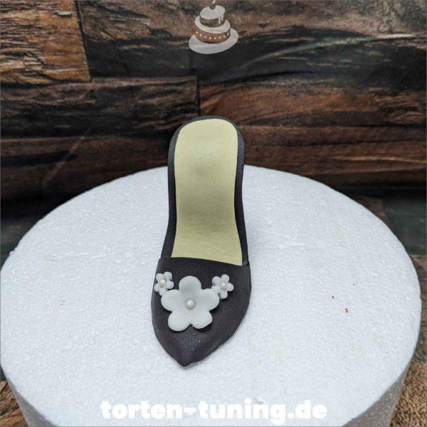 High Heel Chanel Tortendekoration online bestellen Fondantfiguren modellierte essbare Figuren aus Fondant Backzubehör Tortenfiguren Tortenfigur individuelle Tortendeko