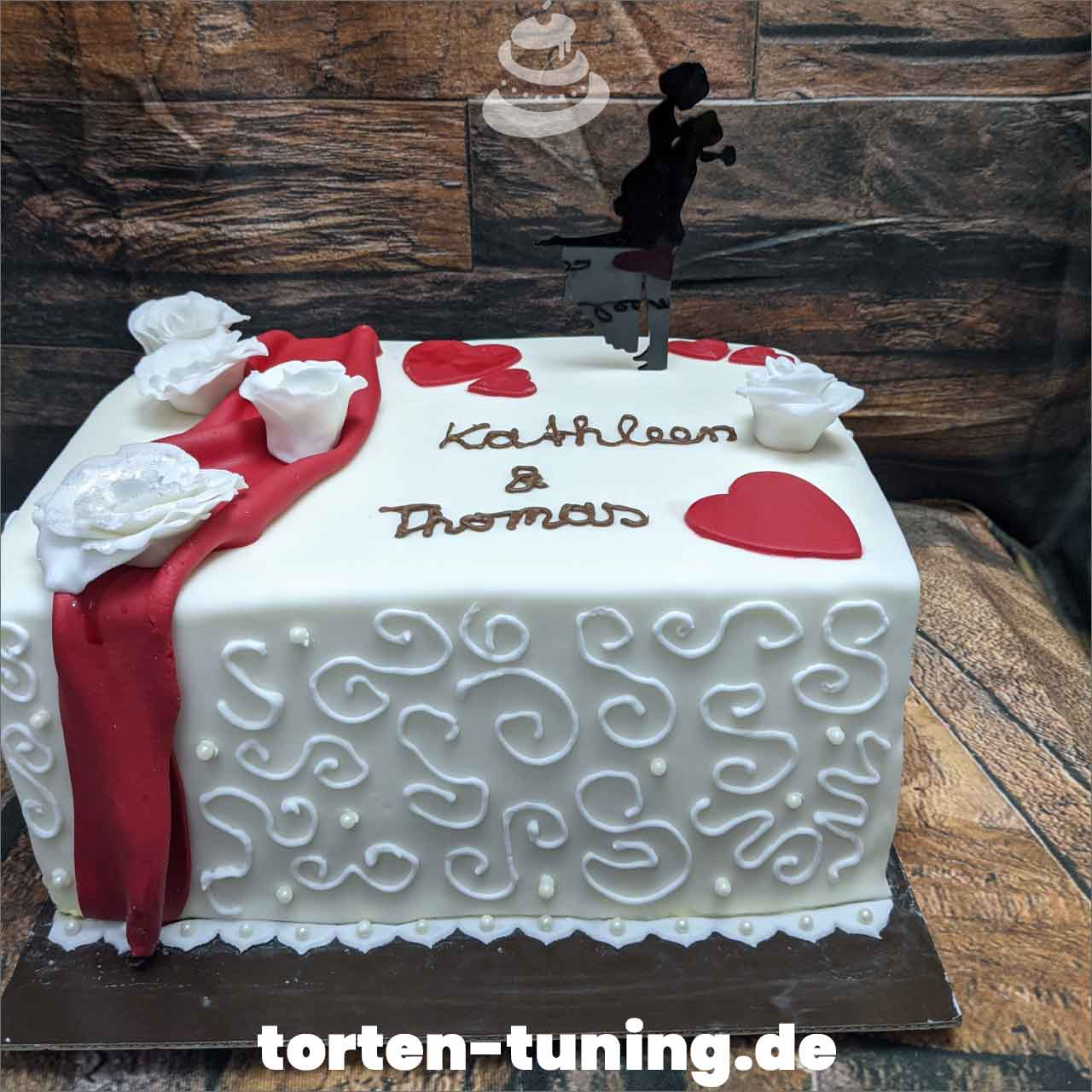 Hochzeitstorte eckig rot weiß Dripcake Obsttorte Geburtstagstorte Motivtorte Torte Tortendekoration Torte online bestellen Suhl Thüringen Torten Tuning Sahnetorte Tortenfiguren Cake Topper