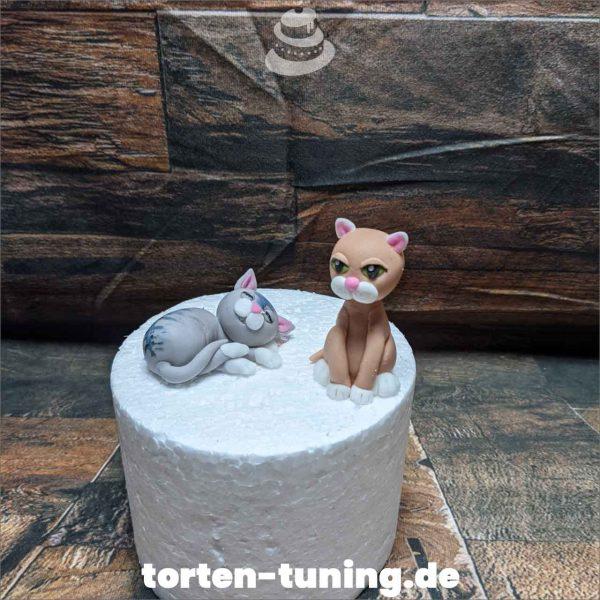 Tortendekoration niedliche Katzen Katze Tortendekoration online bestellen Fondantfiguren modellierte essbare Figuren aus Fondant Backzubehör Tortenfiguren Tortenfigur individuelle Tortendeko
