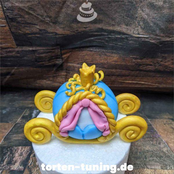 Kutsche Cindarella Tortendekoration online bestellen Fondantfiguren modellierte essbare Figuren aus Fondant Backzubehör Tortenfiguren Tortenfigur individuelle Tortendeko