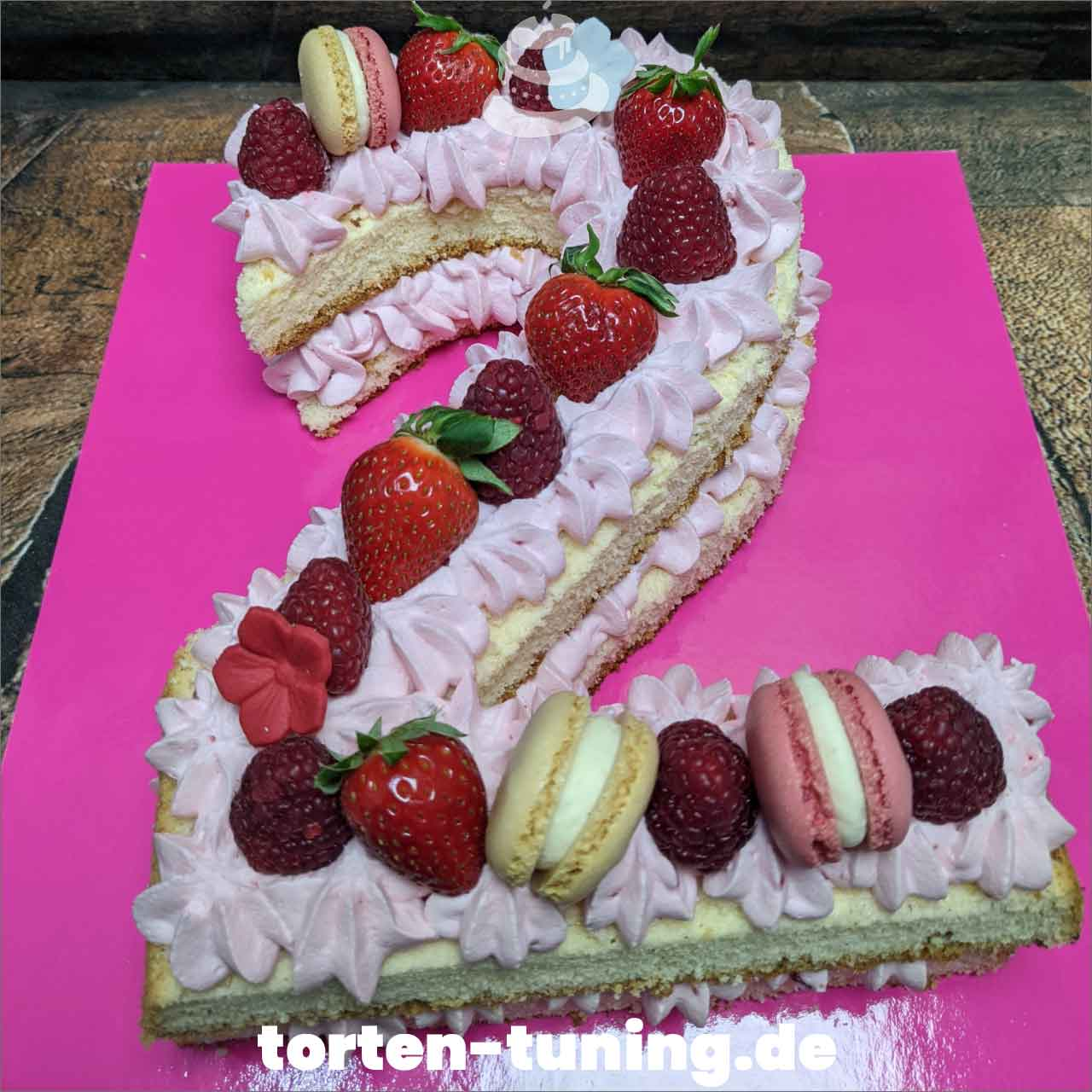 Numbercake Nakedcake 2 Dripcake Obsttorte Geburtstagstorte Motivtorte Torte Tortendekoration Torte online bestellen Suhl Thüringen Torten Tuning Sahnetorte Tortenfiguren Cake Topper