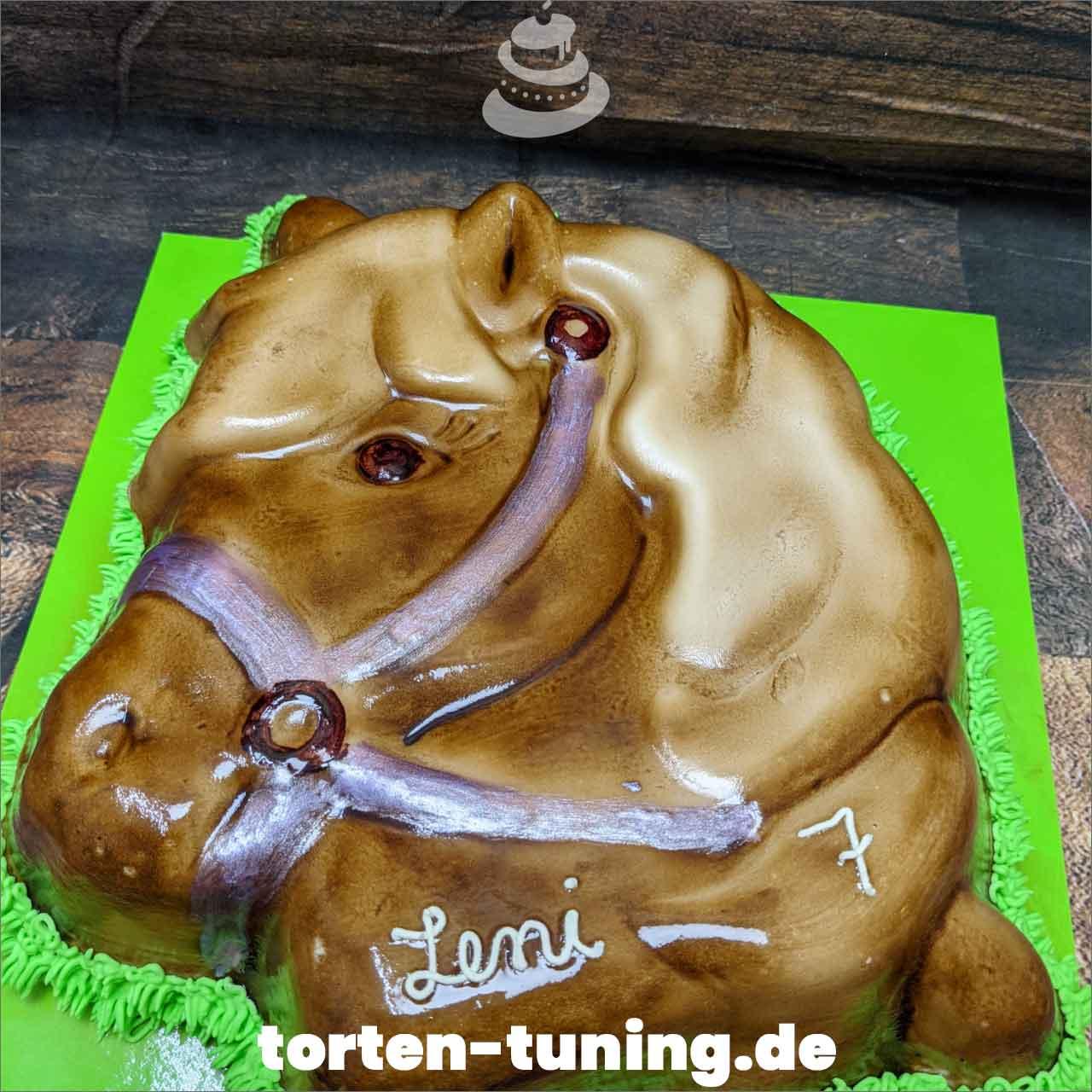 Pferdekopf Dripcake Obsttorte Geburtstagstorte Motivtorte Torte Tortendekoration Torte online bestellen Suhl Thüringen Torten Tuning Sahnetorte Tortenfiguren Cake Topper