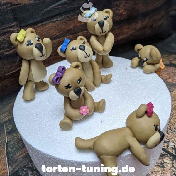 Teddybär Tortendekoration online bestellen Fondantfiguren modellierte essbare Figuren aus Fondant Backzubehör Tortenfiguren Tortenfigur individuelle Tortendeko
