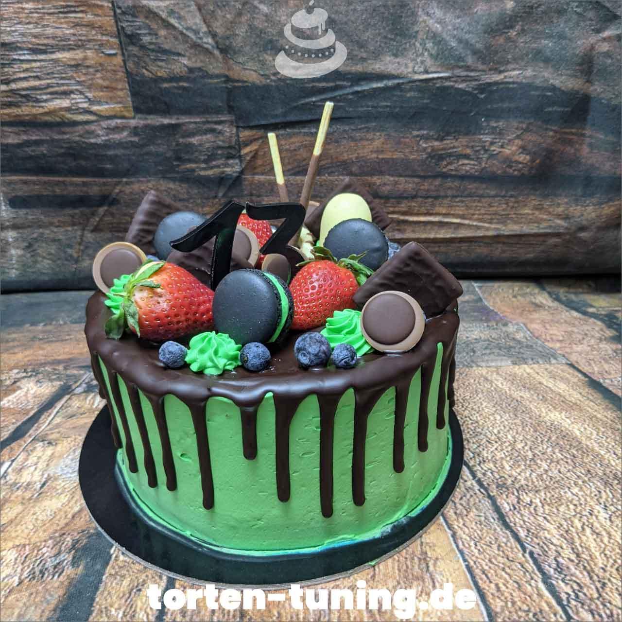 grün Macarons After Eight Dripcake Obsttorte Geburtstagstorte Motivtorte Torte Tortendekoration Torte online bestellen Suhl Thüringen Torten Tuning Sahnetorte Tortenfiguren Cake Topper