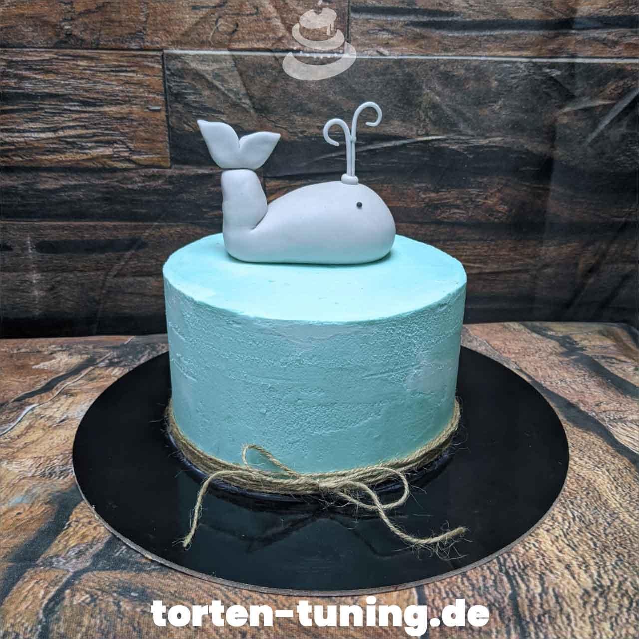 kleiner Wal Dripcake Obsttorte Geburtstagstorte Motivtorte Torte Tortendekoration Torte online bestellen Suhl Thüringen Torten Tuning Sahnetorte Tortenfiguren Cake Topper
