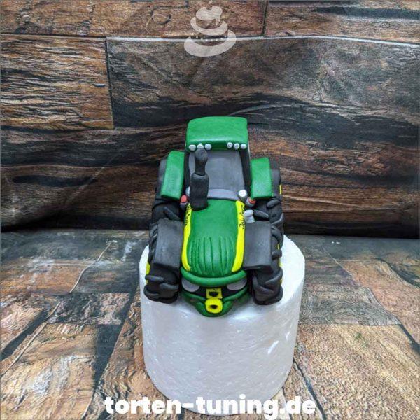 Traktor John Deer Tortendekoration online bestellen Fondantfiguren modellierte essbare Figuren aus Fondant Backzubehör Tortenfiguren Tortenfigur individuelle Tortendeko.jpg.jpg.jpg