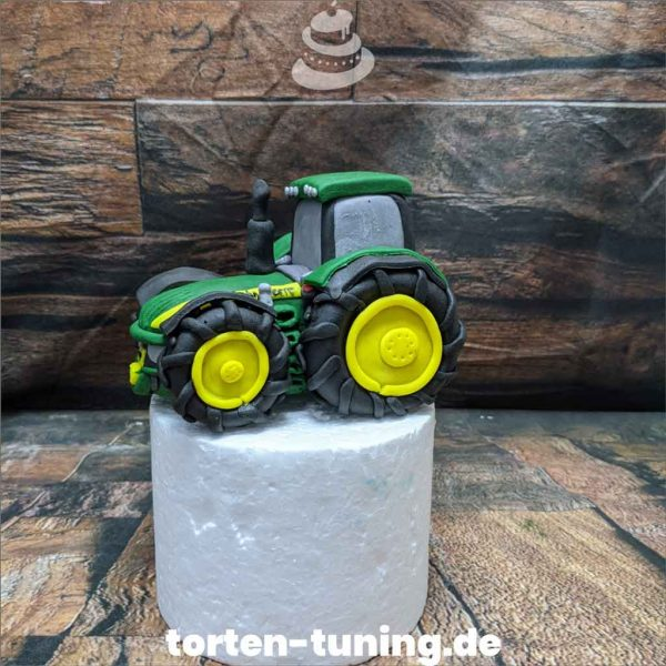 Traktor Tortendekoration online bestellen Fondantfiguren modellierte essbare Figuren aus Fondant Backzubehör Tortenfiguren Tortenfigur individuelle Tortendeko.jpg.jpg.jpg
